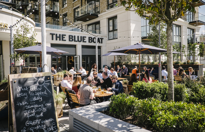 Watch the Boat Race from the Blue Boat pub in Hammersmith