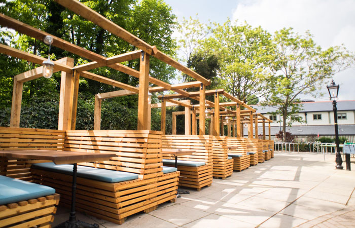 Outdoor seating at the anglers pub and restaurant teddington