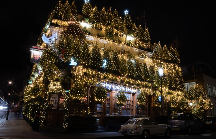 churchill arms christmas display
