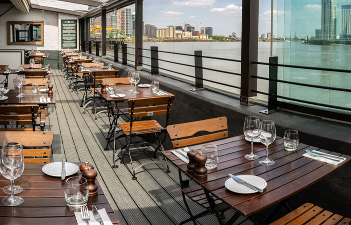 Winter weddings at The Gun, Docklands