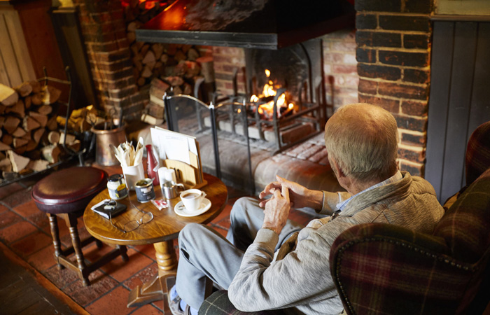 Best Hampshire pubs with fireplaces - The Bear & Ragged Staff, Romsey