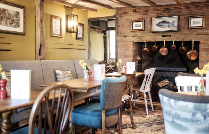 Best Hampshire pubs with fireplaces - The White Hart, Stockbridge