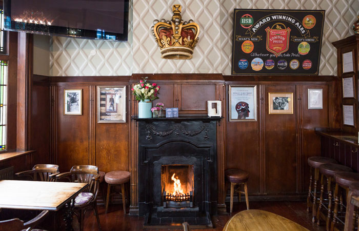 Best London pubs with open fires - The Crown & Sceptre, Shepherds Bush